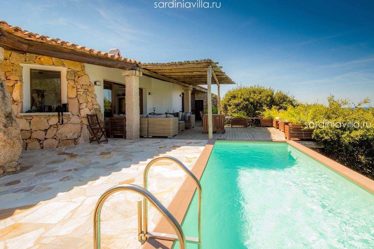 Casa con piscina in Sardegna