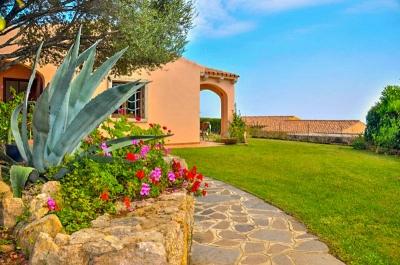Сардиния курорт Сан Теодоро виллетта в шаговой от моря с видом, до 6 Гостей N373/000