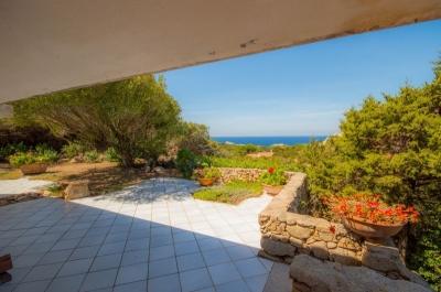 Сардиния вилла с садом и видом на территории закрытого клубного комплекса люкс  N000/346