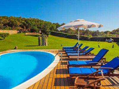 Сардиния виллы в аренду на первой линии. Бассейн, море в 50м, до 12 гостей. Курорт Капо Кода недалеко от Олбии N381/000