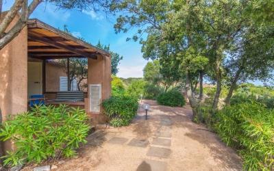 Недвижимость на Сардинии - дом на территории курортного клуба с бассейном N390/000