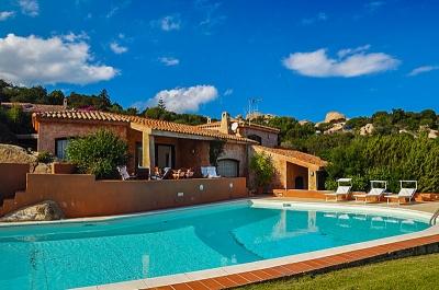 Сардиния курорт Порто Рафэль вилла люкс с бассейном и видом на море в шаговой от пляжа, до 11 гостей N374/000